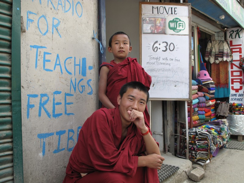 Тибетские монахи носят кашью красного цвета, в отличие от буддистских, которые облачены в жёлтое одеяние. Фото: Игорь Борзаковский/Великая Эпоха