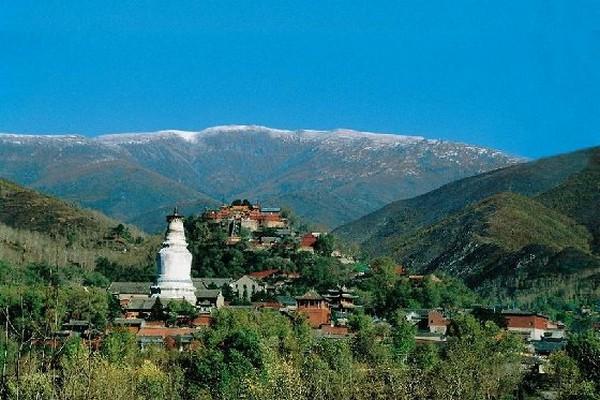 Белая пагода монастыря Таюань является символом Уйташань. Фото с epochtimes.com