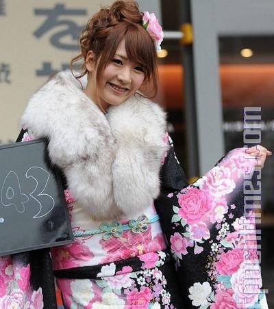 Национальные японские наряды на празднике совершеннолетия. Фото: Великая Эпоха