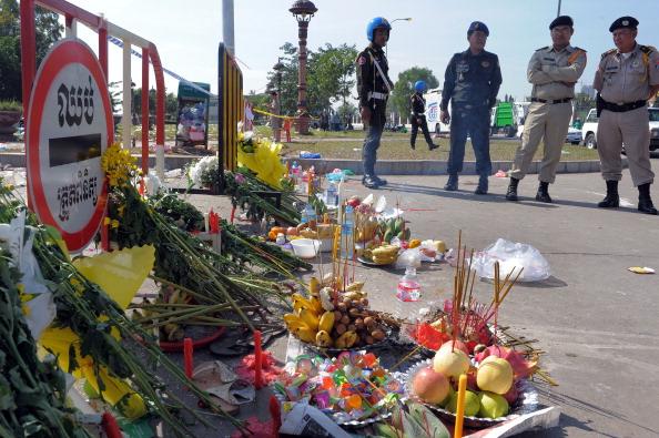 Сотни скорбящих камбоджийских семей вышли 24-25 ноября на траурную церемонию по погибшим родным, а также выразить свой гнев по поводу неорганизованной безопасности на мероприятии. По оценкам властей число погибших составило не 450, а 380 человек, 222 из к