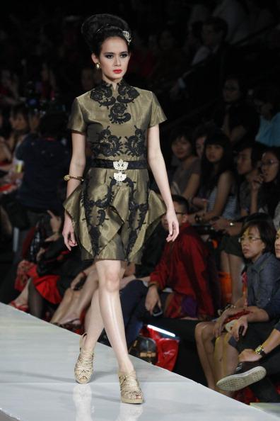 Презентация коллекции от Ari Seputra's на Неделе моды 2010 в Джакарте. Фото Ulet Ifansasti/Getty Images for Jakarta Fashion Week