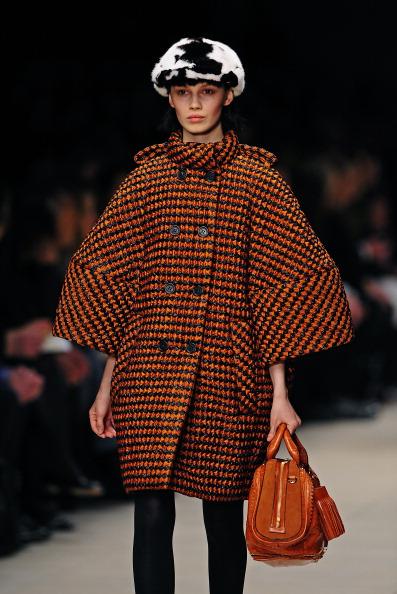 Показ коллекции сумок Burberry на Неделе моды в Лондоне. Фото: CARL DE SOUZA/AFP/Getty Images