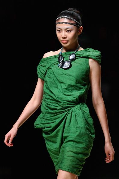 Презентация коллекции KAVON He Shujun весна / лето 2011 на Неделе моды в Пекине, Китай. Фото Feng Li/Getty Images