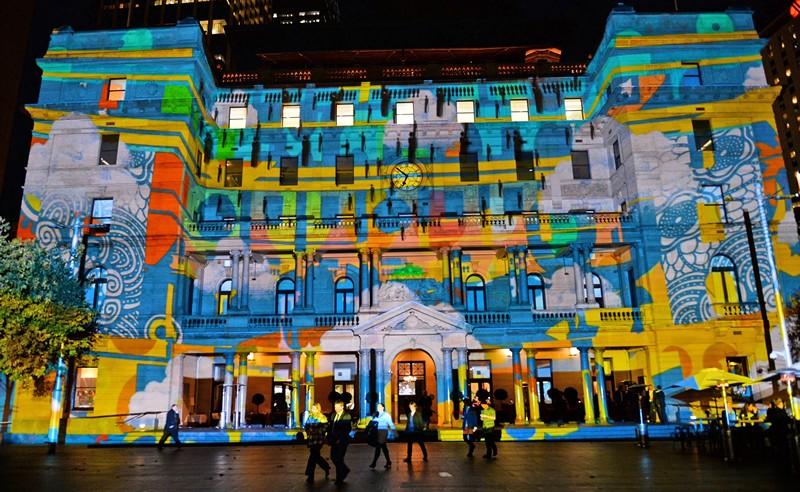 Сидней, Австралия, 24 мая. Ежегодный фестиваль музыки и света радует горожан разноцветными световыми проекциями. Фото: WILLIAM WEST/AFP/Getty Images