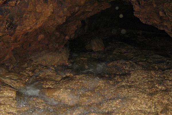 Внутри Красных пещер.Фото:Павел Хулин/The Epoch Times Украина