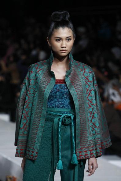 Презентация коллекции от Stephanus Hamy на Неделе моды 2010 в Джакарте. Фото Ulet Ifansasti/Getty Images for Jakarta Fashion Week
