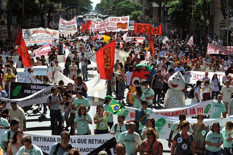 Рио-де-Жанейро, Бразилия, 9 августа. 350 тыс. госслужащих вышли на забастовку с требованием повышения зарплаты. Фото: VANDERLEI ALMEIDA/AFP/GettyImages