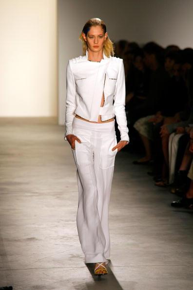 Презентация коллекции Altuzarra Весна-2011 на Неделе Моды Mercedes-Benz. Фото Andy Kropa/Getty Images