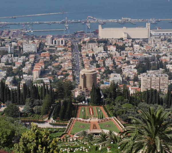 Хайфа, вид сверху на Бахайские сады. Фото: Хава ТОР/ The Epoch Times