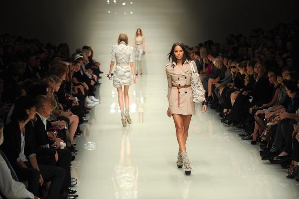 Коллекция Burberry Prorsum сезона весна-лето 2010 на Неделе моды в Лондоне. Фото: Ian Gavan/Getty Images
