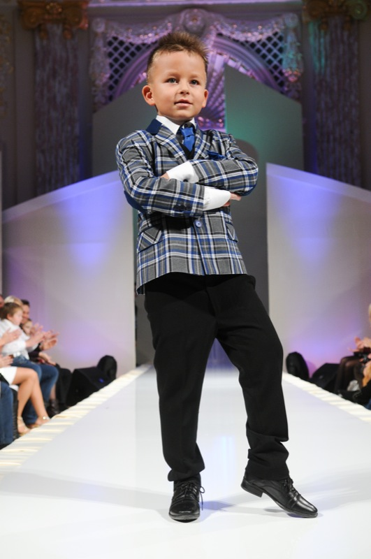 Тимуру Семененко нравится классический стиль и белая рубашка. А на вопрос «как ты себя чувствуешь в такой одежде» он ответил: «Сейчас я, смешно скажу, — президентом». Фото: Владимир Бородин/Великая Эпоха