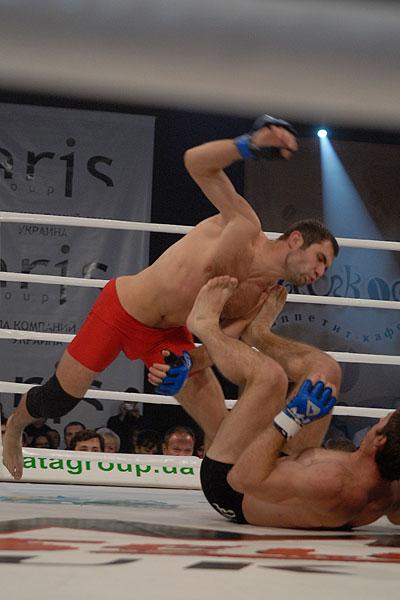Клубный чемпионат Украины по смешанным единоборствам M-1 Selection Ukraine 2009 состоялся в Киеве 29 ноября 2009 года. Фото: Владимир Бородин/The Epoch Times