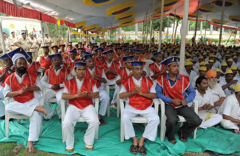 Ахмедабад, Индия, 3 сентября. 79 заключённых из 23 тюрем штата Гуджарат получили высшее образование в рамках программы Открытого университета штата Тамилнад. Фото: SAM PANTHAKY/AFP/GettyImages