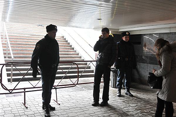 Милиция перекрыла выход на площадь Независимости. Фото: Владимир Бородин/The Epoch Times Украина