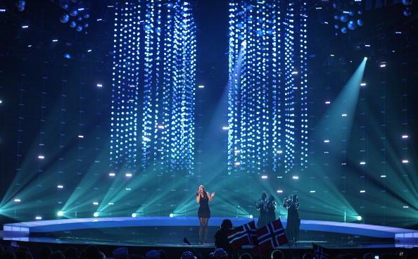 Финал «Евровидения-2010». Лена Майер-Ландрут получила главный приз – «Хрустальный микрофон». Фоторепортаж. Фото: Rolf Klatt/Getty Images