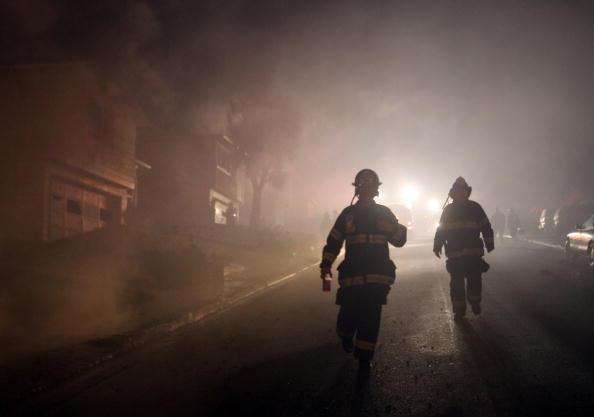 Взрыв на газопроводе около международного аэропорта Сан-Франциско, горят десятки жилых жомов, один человек погиб, 25 пострадали. Фоторепортаж. Фото: Ezra Shaw/Getty Images