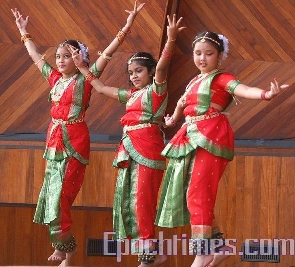 Исполнение индийского танца. Фото: Сюй Мин / Великая Эпоха