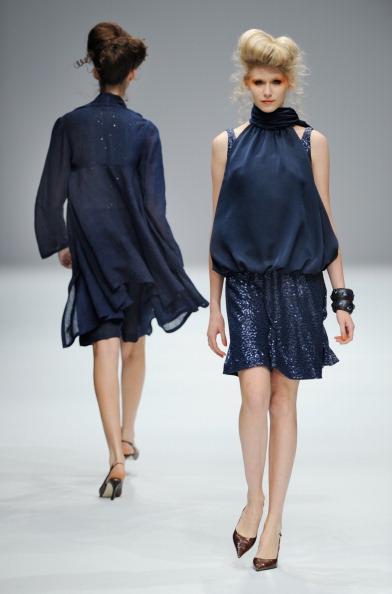Презентация коллекции от Yukiko Hanai весна /лето 2011 на Неделе моды в Токио, Япония. Фото TORU YAMANAKA/AFP/Getty Images