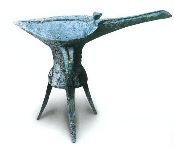Медный сосуд. Высота 16,4 см. Примерно 1600 г. до н.э. Фото с aboluowang.com