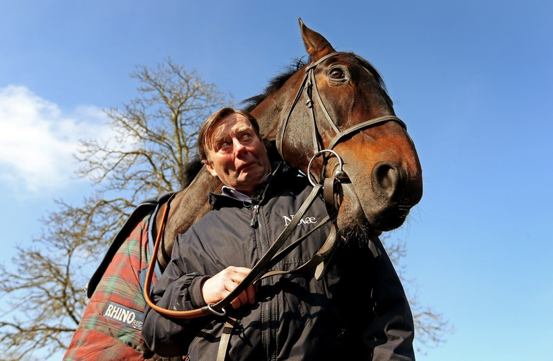 Ламборн, Великобритания, 18 февраля. Ники Хендерсон и его дружелюбная скаковая лошадь на тренировке. Фото: Scott Heavey/Getty Images