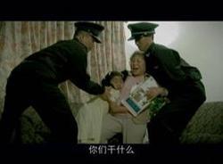Через жизнь и смерть пройти, проливая слезы без ненависти, оставить сердце благородным. Кадр из фильма. 'Слезы без ненависти' (Tears of Benevolence). Фото с сайта zhengjian.org