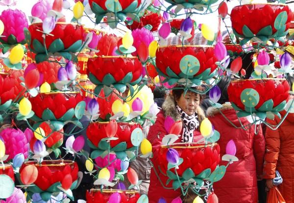 Праздник фонарей Юаньсяо в Китае. Город Нанкин. Фото: AFP