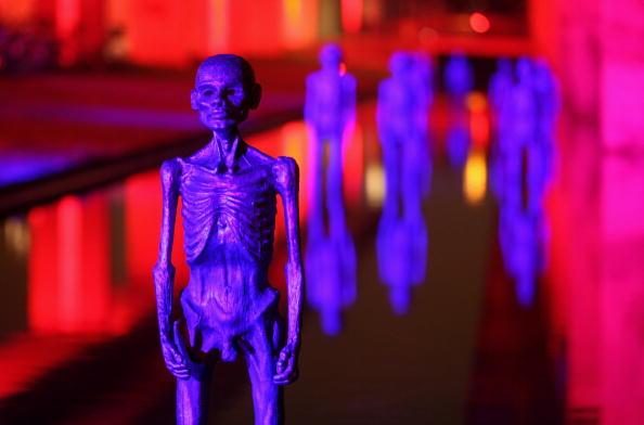 Скульптуры, установленные в небольшом водном резервуаре напротив Bella Centre, место, где проходит Саммит ООН по проблеме изменения климата. Копенгаген, Дания. Фото: Miguel Villagran/Getty Images
