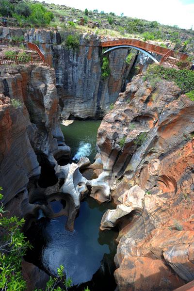 Каньон Блайд Ривер предоставляет одни из самых захватывающих пейзажей Южной Африки. Он является третьим по величине в мире после Гранд-Каньон (США) и Каньон Фиш Ривер (Намибия). Фото: ALEXANDER JOE/AFP/Getty Images