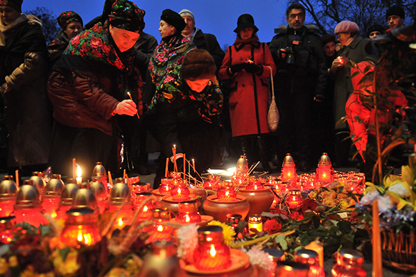 Мемориальные мероприятия к Дню памяти жертв Голодомора прошли в Киеве 27 ноября 2010 года. Фото: Владимир Бородин/The Epoch Times Украина