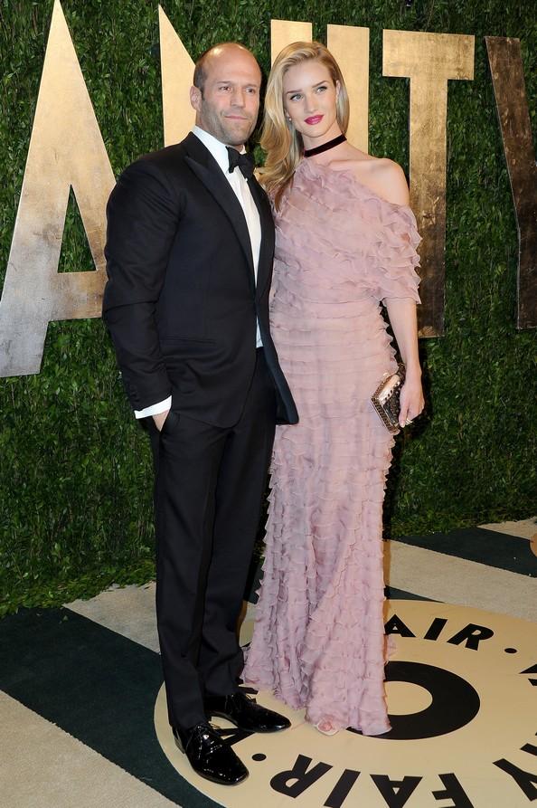 Модель Рози Хантингтон-Уайтли в платье от Valentino и актёр Джейсон Стэтхэм. Фото: Pascal Le Segretain/Getty Images