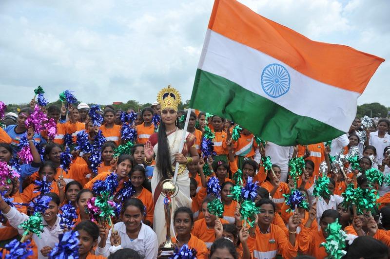 Хайдарабад, Индия, 15 августа. Актриса, наряженная в костюм богини Матери Индии (Бхарат Мата), на праздновании Дня независимости. Фото: NOAH SEELAM/AFP/GettyImages
