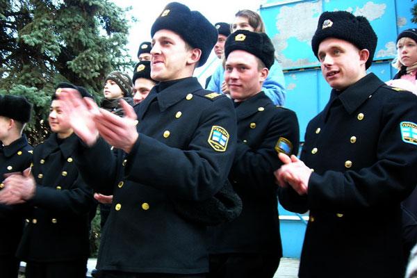 Самый большой блинчик с медом длинной более километра испекли для моряков Военно-морских сил Украины 14 февраля в Севастополе. Фото: Алла Лавриненко/The Epoch Times