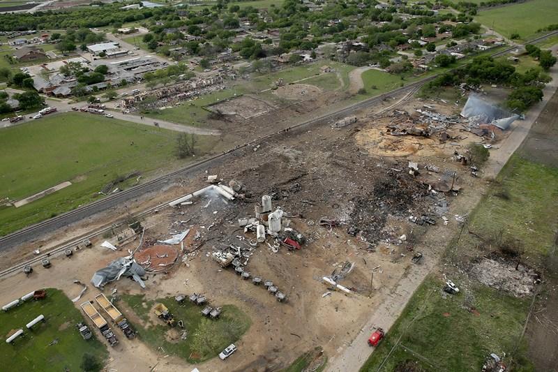 Уэст, штат Техас, США, 18 апреля. Сильный пожар и взрыв произошёл на оптовом складе минеральных удобрений (аммиачной селитры). Фото: Chip Somodevilla/Getty Images