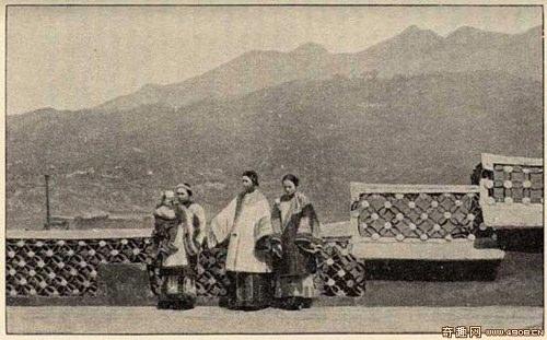 Женщины Западного Китая. Фото: Ernest Morrison