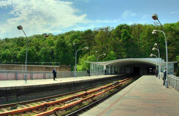 Станция «Днепр» в киевском метро