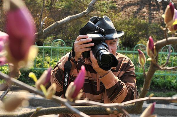 Магнолии цветут в ботаническом саду им. Фомина в Киеве 25 апреля 2011 года. Фото: Владимир Бородин/The Epoch Times Украина