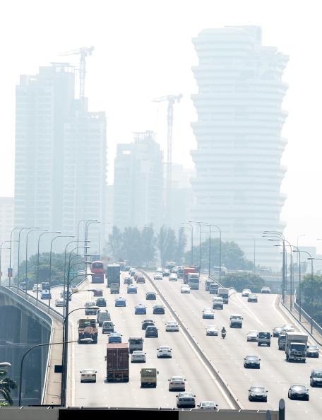 На Сингапур опустился смог. Фото: ROSLAN RAHMAN/AFP/Getty Images