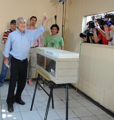 В Чили проходят выборы президента. Фото: RODRIGO ARANGUA/AFP/Getty Images