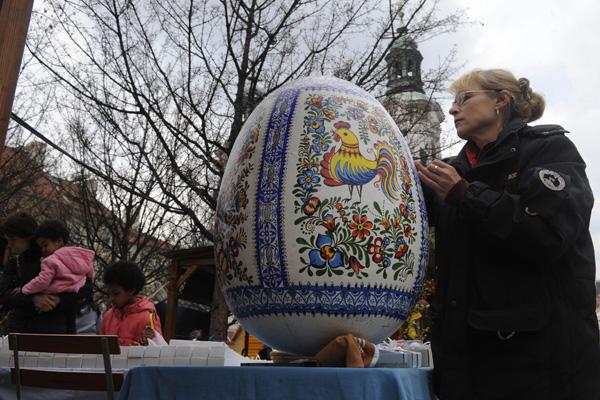 Пасха. Традиции украшения яиц. Фото: MICHAL CIZEK/AFP/Getty Images