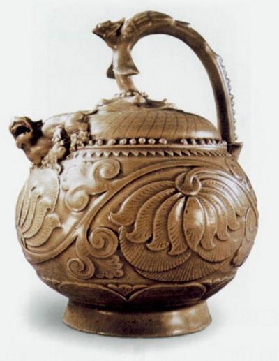 Фарфоровый чайник. Высота 19 см, диаметр посередине 14,3 см. Династия Сун. Фото с aboluowang.com