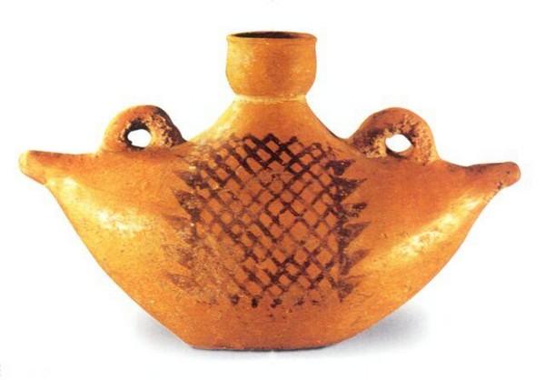 Керамический сосуд в форме лодки. Ширина 24.9 см, высота 15,6 см. Период династий Ся, Шан и Чжоу. Фото с aboluowang.com