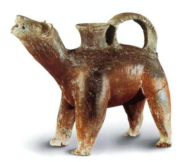 Керамический сосуд в форме зверя. Длина 26 см, высота 21 см. Период династий Ся, Шан и Чжоу. Фото с aboluowang.com