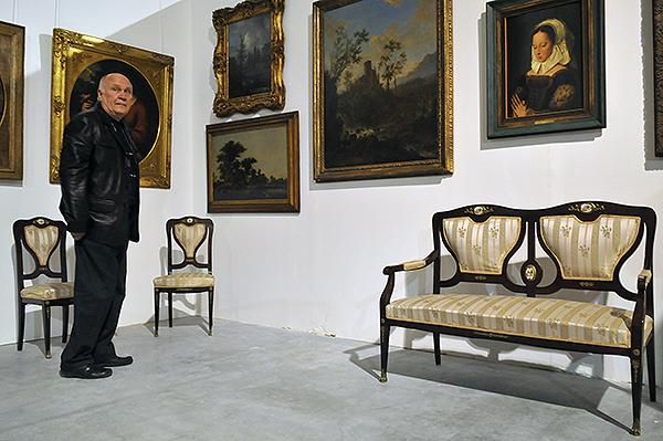 Большой Антикварный Салон открылся в Киеве 15 декабря 2010 года. Фото: Владимир Бородин/The Epoch Times Украина