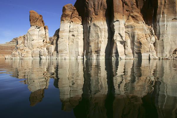 Резкое педение уровня воды в водохранилище – последствия продолжительной засухи. Фото: David McNew/Getty Images