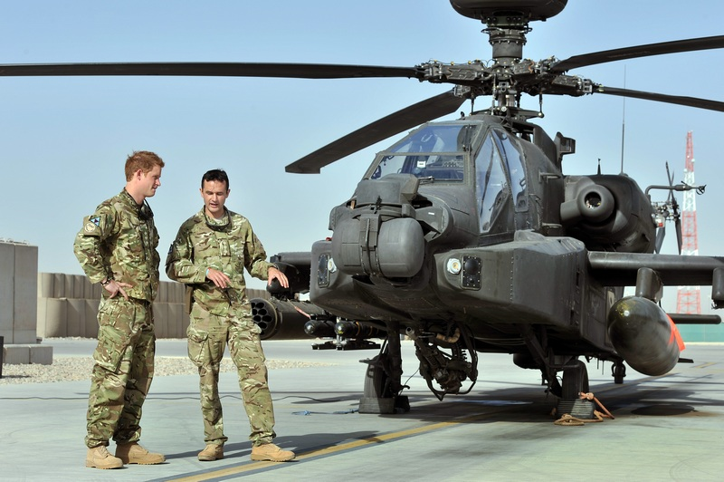 Провинция Гильменд, Афганистан, 7 сентября. Принца Гарри отправили служить на базу ВВС «Кэмп Бастион» пилотом боевого вертолёта «Апач». Фото: John Stillwell — Pool/Getty Images