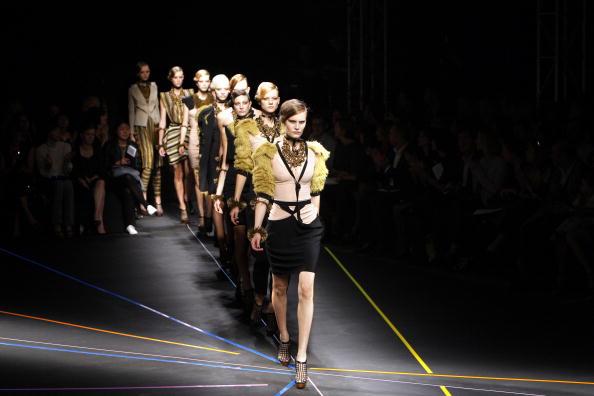 наряды от французского дизайнера Roland Mouret/Getty Image