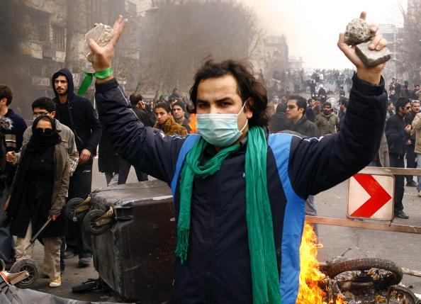 В результате столкновений иранских оппозиционеров с полицией в Тегеране 27 декабря погибло 15 человек. Фото: AFP/Getty Images