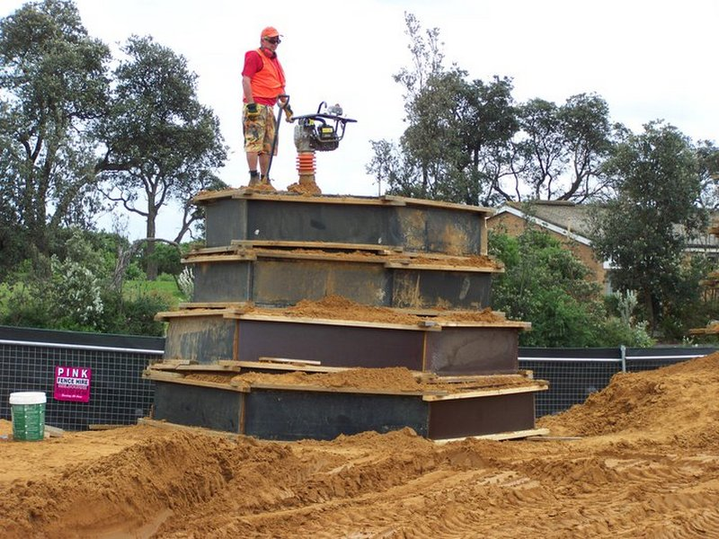 Фотохроника. Песок ещё нужно утрамбовать… Фото: sandsculptingaustralia/facebook.com
