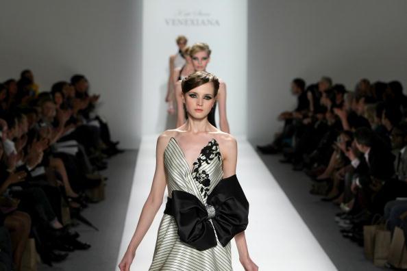 Коллекция Venexiana Весна 2010/Kristian Dowling/Getty Images