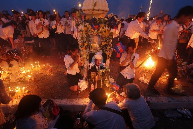 Пномпень, Камбоджа, 17 октября. На 90-м году жизни скончался бывший король страны Нородом Сианук. Фото: Chris McGrath/Getty Images